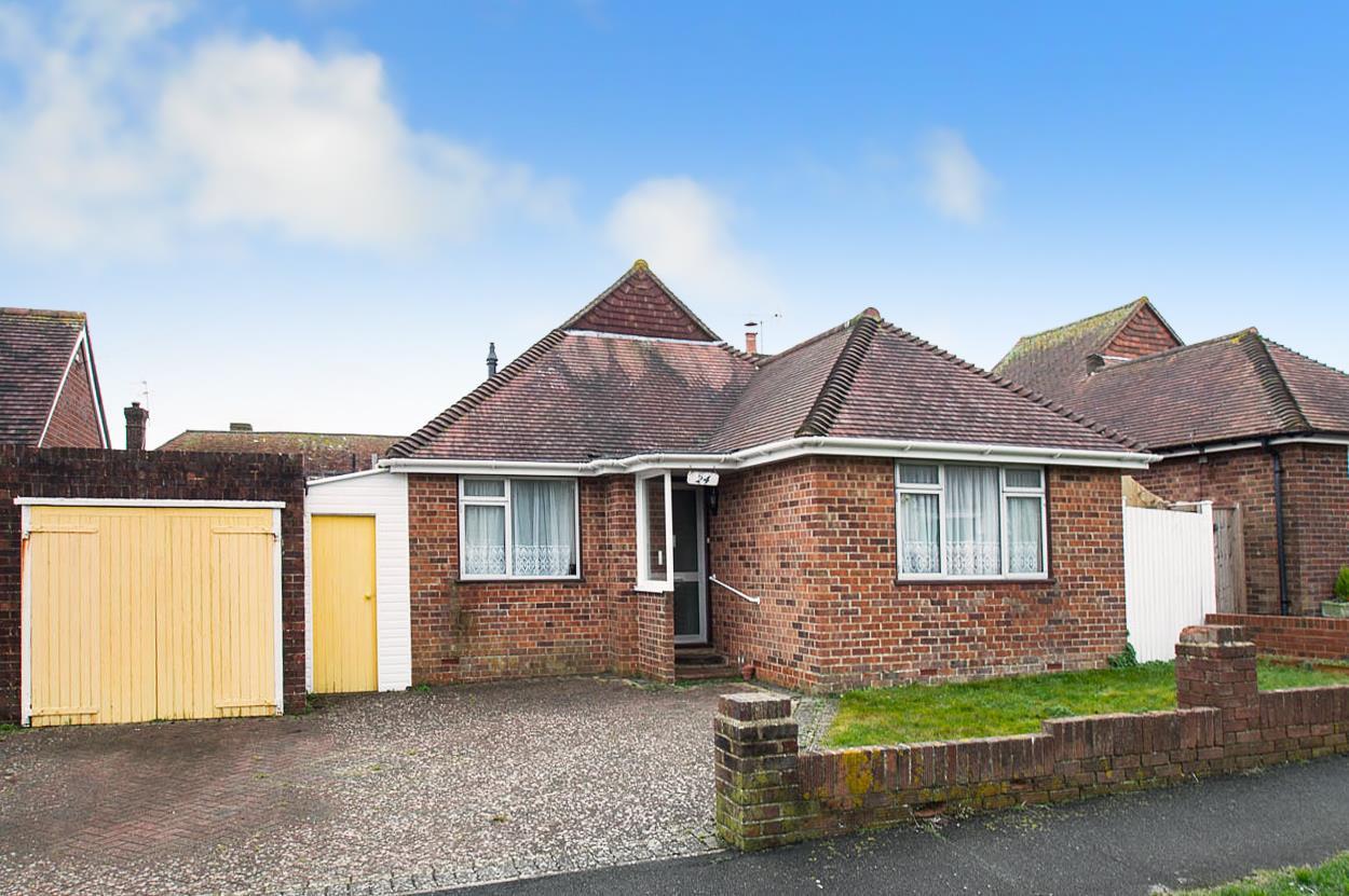 3 Bedrooms Bungalow for sale in Portsdown Way, Willingdon Village